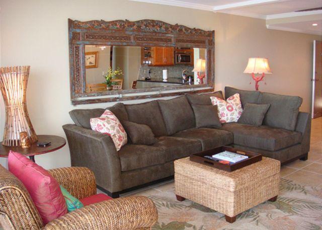 Living Room - B404 Hololani Oceanfront Resort - Lahaina - rentals