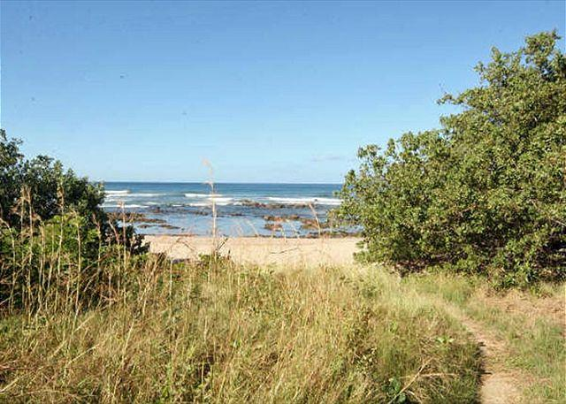 Path to the beach - Beautiful 2bd Mediterranean style condo- near beach, internet, a/c, pool-VL9 - Tamarindo - rentals