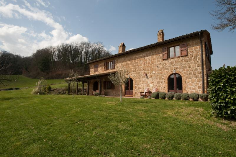Country Farmhouse Surrounded by Tuscan Hills - Proceno - Bracciano - Image 1 - Proceno - rentals