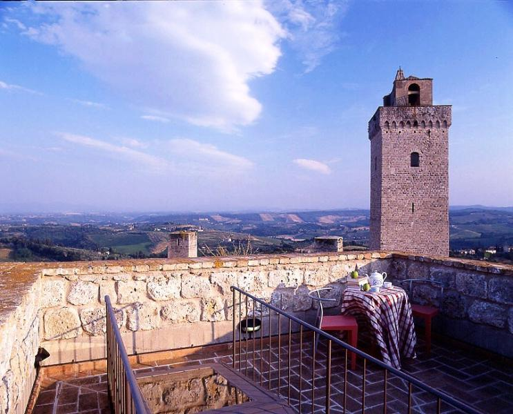 San Gimignano Villa in a Historic Tower - Cavalliere 2 - Image 1 - San Gimignano - rentals