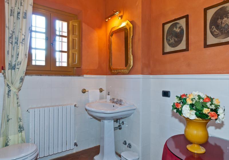 Villa Rental in Tuscany, Vorno - La Raccolta - Image 1 - Vorno - rentals
