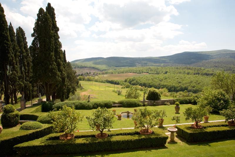 Beautiful Historic Villa Near Monteriggioni in Tuscany - Monteriggioni - La Villa - Image 1 - Monteriggioni - rentals