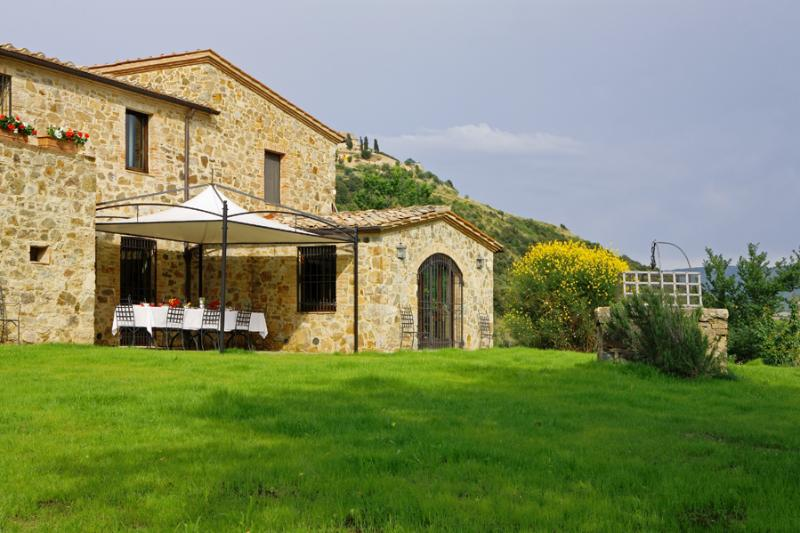 Rustic Tuscan Villa Surrounded by Olive Groves and Vineyards - Poggio dell'Arte - Image 1 - Castelnuovo dell'Abate - rentals