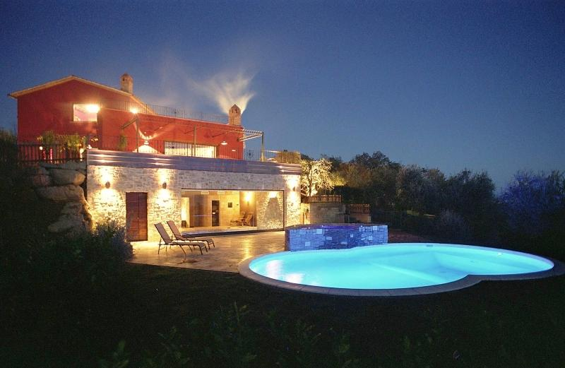 Tranquility, Stunning Views, Excellent Location, Outdoor and Indoor Pools - Villa Due Specchi - Image 1 - Castel Rigone - rentals