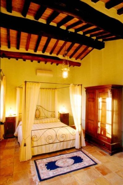 Self-Catering Accommodation on Tuscany and Umbria Border - Villa Fontana - Image 1 - Tuoro sul Trasimeno - rentals