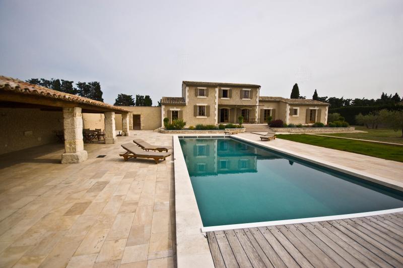 Villa for Family or Friends near Avignon with Heated Pool - Villa Veronique - Image 1 - Chateaurenard - rentals