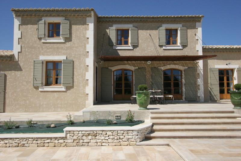 Villa for Family or Friends near Avignon with Heated Pool - Villa Veronique - Image 1 - Chateaurenard - rentals