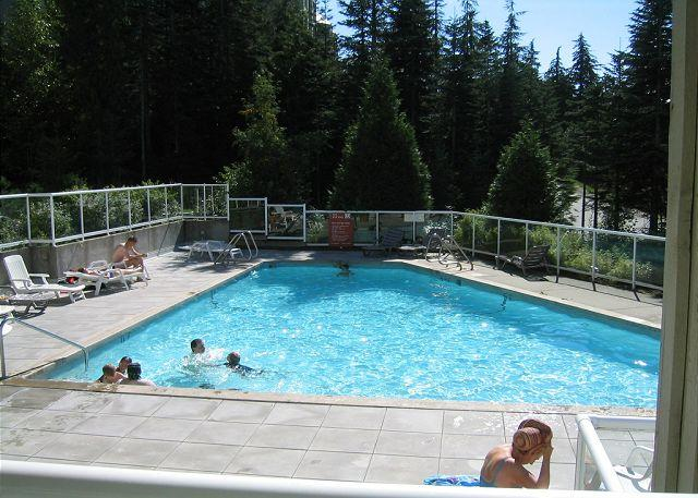 Private end unit with a deck, big hot tub in lodge,free parking/internet. - Image 1 - Whistler - rentals