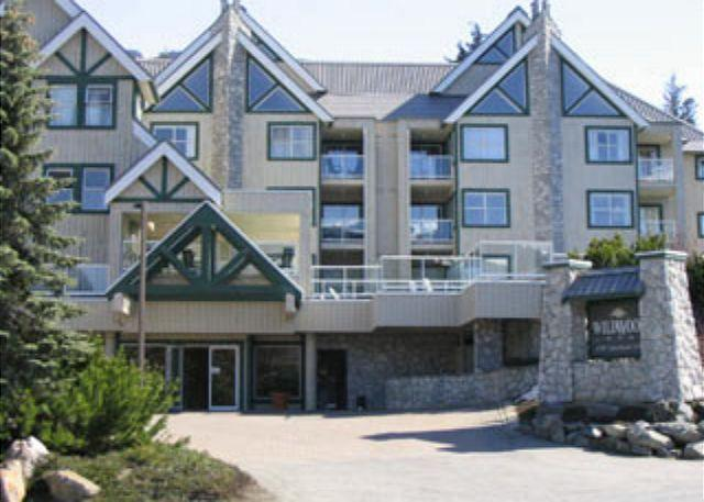 Private top floor end unit, big hot tub in complex,free parking & internet - Image 1 - Whistler - rentals