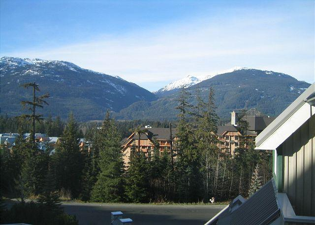 Mt view top floor unit, nice big hot tub in lodge,free parking/internet - Image 1 - Whistler - rentals