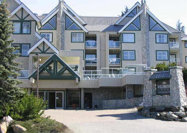 Wildwood Lodge Whistler - Private end unit with Mt view, big hot tub in lodge,free parking/internet - Whistler - rentals