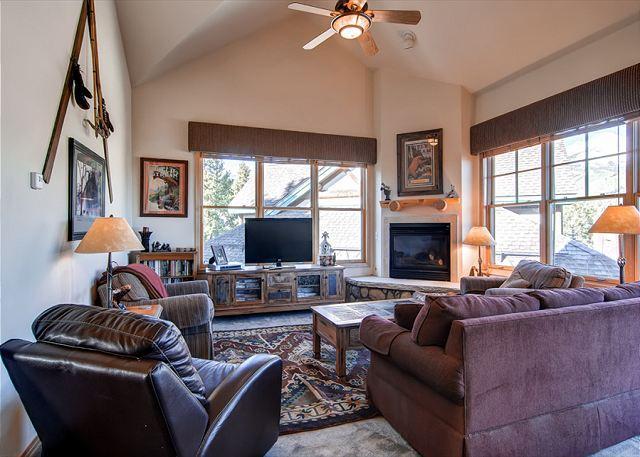Corral at Breckenridge Condos Living Room Breckenridge Lodging - Corral at Breckenridge 306S Condo Downtown Breckenridge Colorado Vacation - Breckenridge - rentals