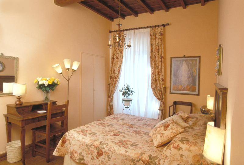 Elegant Accommodation Florence - Piazza Santa Croce - Alberti - Image 1 - Florence - rentals
