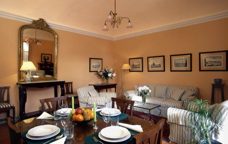 Charming Apartment Florence - Piazza Santa Croce - Vasari - Image 1 - Florence - rentals