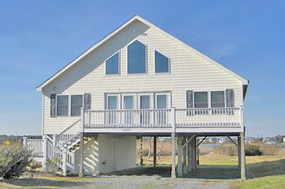 Street side view of Casa Bella (1737 NRIR) - 'Casa Bella - North Topsail Beach - rentals