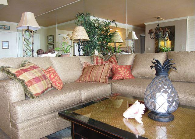 Living Room - A402 Hololani Oceanfront Resort - Lahaina - rentals