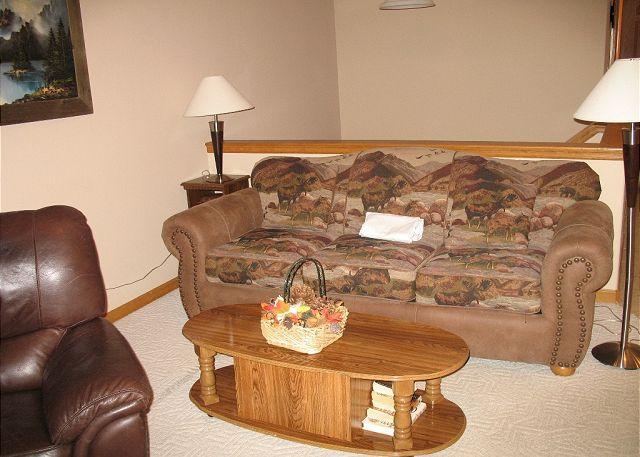 LR85L- Lovely Townhouse with Fireplace, Wifi, Common Hot Tub, and Garage - Image 1 - Dillon - rentals