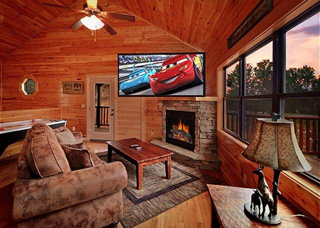 4 Bedroom Cabin with Pool Table, Hot Tub and 9 Foot Theater Screen - Image 1 - Gatlinburg - rentals