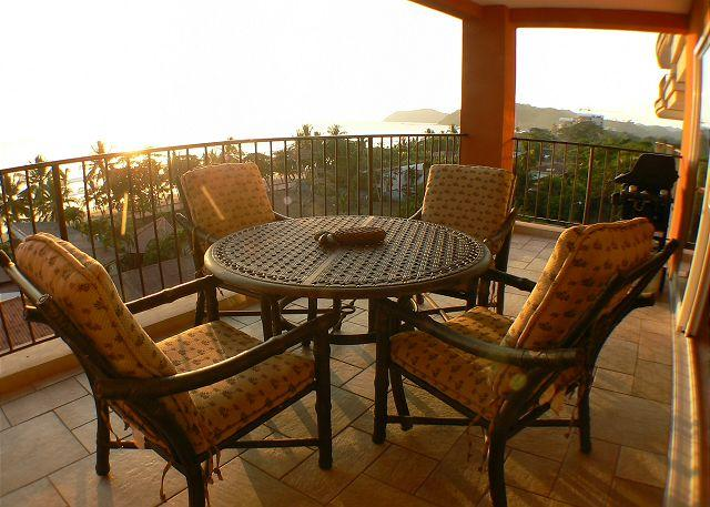 Ocean view Terrace - Beachfront 5th floor Ocean View Luxury Condo, 32' LCD,King,Queen,Downtown! - Jaco - rentals