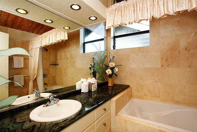 Unit 21 Ocean Front Prime Luxury 2 Bedroom Condo - Image 1 - Lahaina - rentals