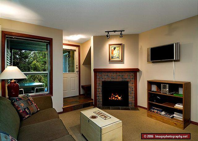 Living Room - 46 Glaciers Reach this 2br home has a hot tub & pool in Whistler Village - Whistler - rentals