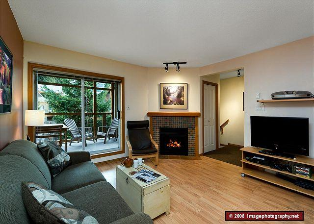 Living Room - 71 Glaciers Reach this 2br home has a hot tub & pool in Whistler Village - Whistler - rentals