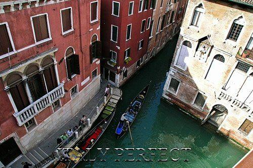 Apartment view of canals and gondolas. - Perfect Gaze at St Mark Dome to Gondolier Songs-Se - Venice - rentals