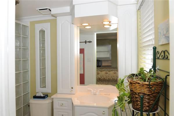 Tastefully decorated 2BR condo, direct walk to beach #7 - Image 1 - Seven Mile Beach - rentals