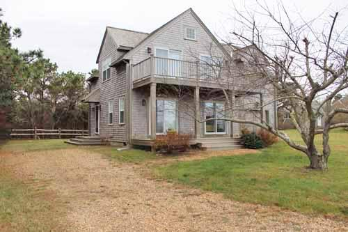 1181 - THIS SPACIOUS REVERSE CONTEMPORARY IS THE PERFECT SUMMER GETAWAY - Image 1 - Edgartown - rentals