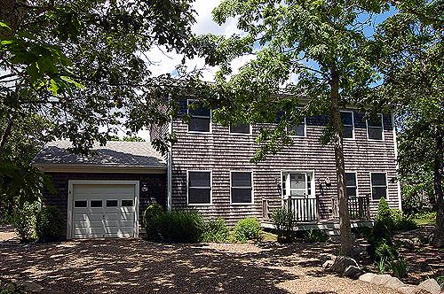 1212 - VINEYARD COLONIAL WITH GREAT BACKYARD WHICH INCLUDES A VOLLEYBALL COURT - Image 1 - Edgartown - rentals