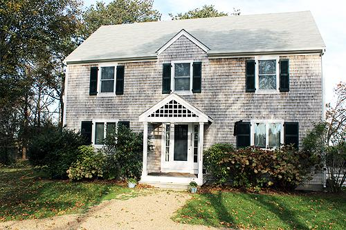 1213 - BEAUTIFUL COLONIAL STYLE HOUSE SET ON A LANDSCAPED PROPERTY - Image 1 - Edgartown - rentals