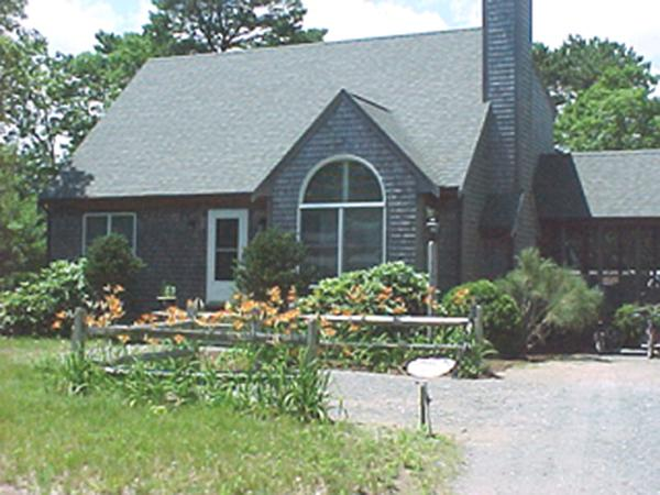 1253 - BRIGHT CLEAN CAPE WITH CENTRAL AIR CONDITIONING - Image 1 - Edgartown - rentals
