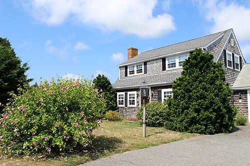 389 - IN-TOWN EDGARTOWN HOME WITH LARGE OPEN YARD - PERFECT FOR SUMMER GAMES - Image 1 - Edgartown - rentals