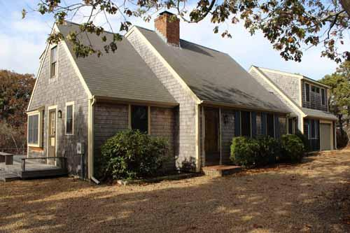 599 - KATAMA CAPE WITH A WONDERFUL SUNNY DECK FOR RELAXING AND BBQ'S - Image 1 - Edgartown - rentals
