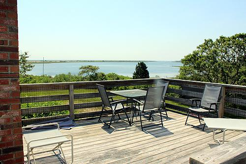 683 - WONDERFUL, INFORMAL COTTAGE STYLE HOME WITH ECLECTIC FURNISHINGS OVERLOOKING LARGE SALT POND - Image 1 - Edgartown - rentals