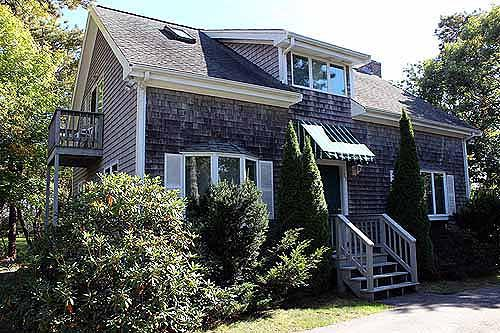 753 - LOVELY, FRESH & WELL MAINTAINED HOME CENTRALLY LOCATED BETWEEN KATAMA AND EDGARTOWN - Image 1 - Edgartown - rentals