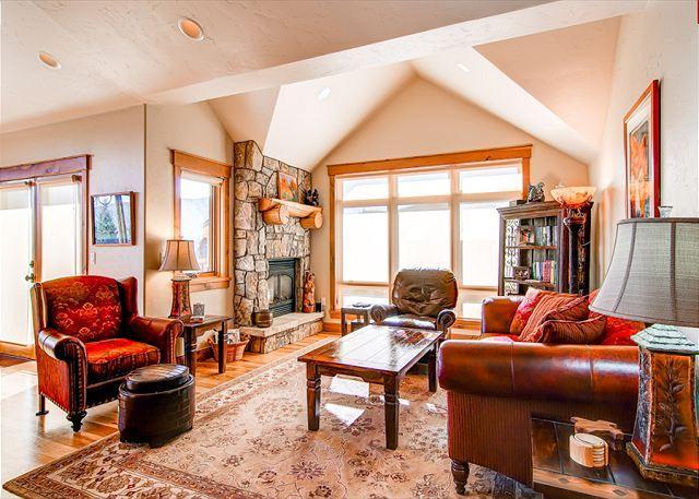 Mt. Victoria Lodge Living Room Frisco Luxury Lodging - Mt Victoria Lodge J Luxury Condo Downtown Frisco Colorado Vacation - Frisco - rentals