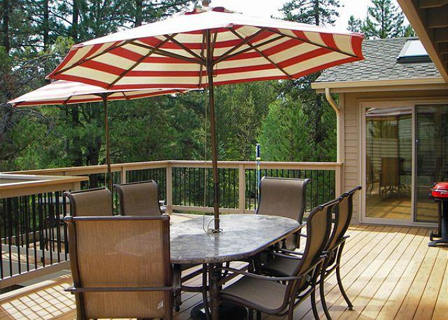 Deck - Inviting Sunriver Home with Hot Tub and Wifi Near River Access - Sunriver - rentals