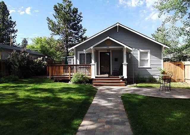 Sweet house. - Downtown bungalow with originial art, hot tub and big fenced yard!! - Bend - rentals