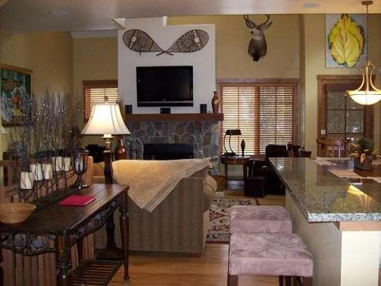 Inviting Home with personalized furnishings and artwork - Goldenbar 31 Two Bedroom, Three Bath Townhome. Upscale Furnishings. Sleeps 6. - Tamarack Resort - rentals