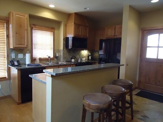 Fully equipped kitchen  - Goldenbench 14 Two Bedroom, Three Bath Townhome. Sleeps 6. Pet friendly. WIFI. - Tamarack Resort - rentals