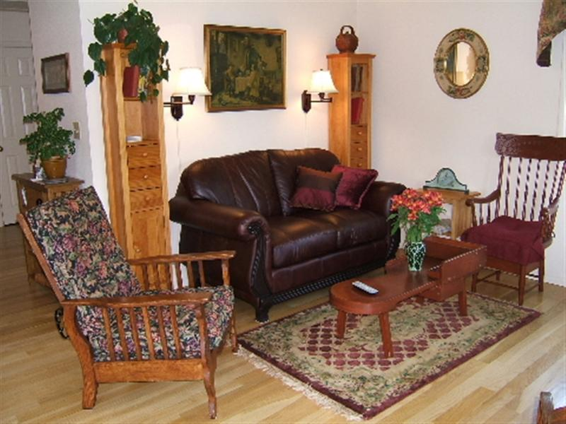 The Carriage House is a Private Retreat with the Ambience of a Fine BnB - Carriage House, Historic Cottage/Downtown Lakeport - Lakeport - rentals