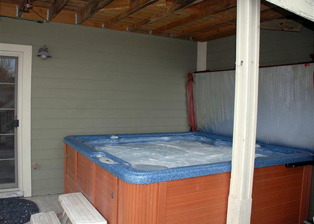Hot Tub - Unbelievable 5 Bedroom Mountain Home features stunning lake views! - McHenry - rentals