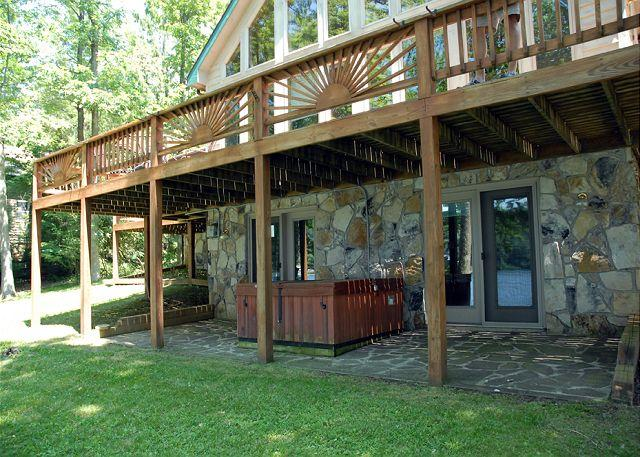 Hot Tub - Mesmerizing 4 Bedroom Home with Hot tub on premiere Deep Creek lakefront! - McHenry - rentals