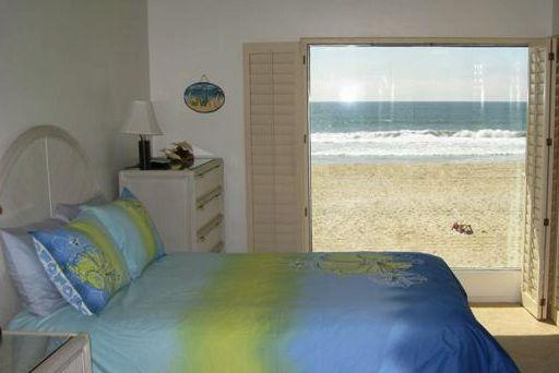 Master Bedroom - Ocean Front Vacation condo  Mission Beach SAN paid - Pacific Beach - rentals