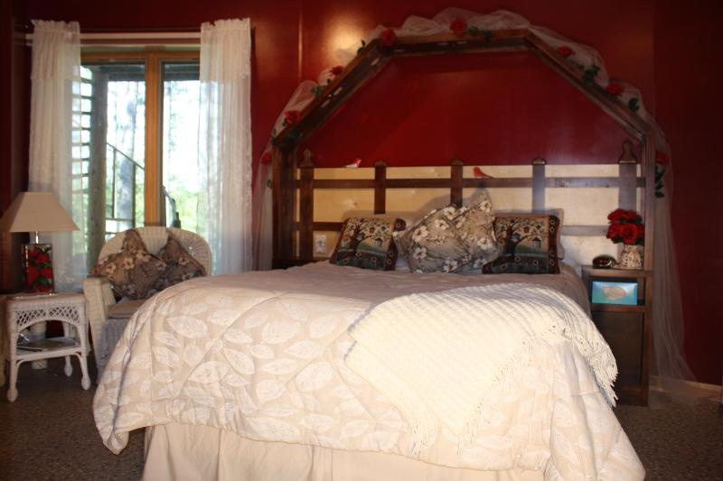 The Secret Garden Room / queen/ $140. - LAKE SIDE BED N BREAKFAST WITH XC SKI TRAILS - Squaw Lake - rentals