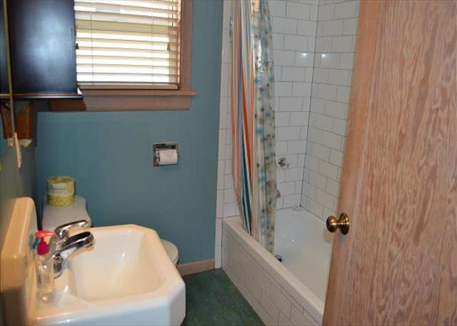 Hall bathroom with tub/shower combo, pedestal sink and stackable washer/dryer. - MERMAID~MCA# 145~Enjoy the great location close to town, beach and the park! - Manzanita - rentals