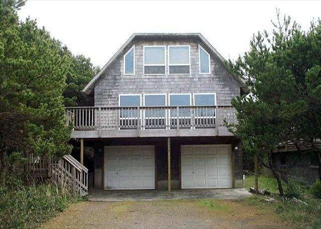 Street Side - TRADEWINDS ~Charming classic beach cottage close to Nehalem Bay State Park! - Manzanita - rentals