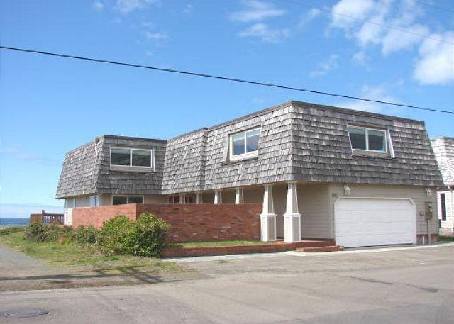 Street Side - VALHALLA~Oceanfront and perfect for larger groups, reunions and retreats. - Rockaway Beach - rentals