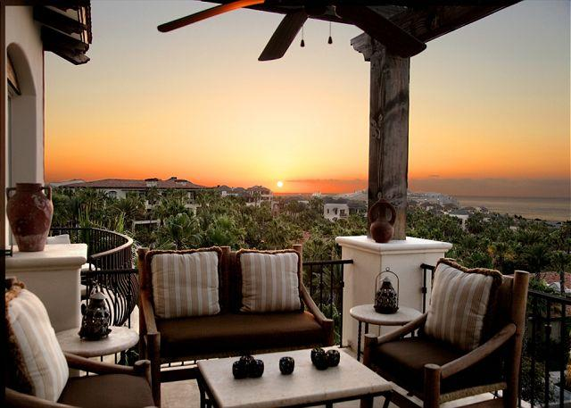 Owners Club Living Area - Villa Rendezvous - 3BD/3.5BA Ocean View Penthouse, Pool/Jacuzzi in Esperanza - Cabo San Lucas - rentals
